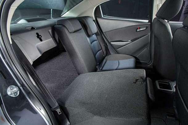 2016-Toyota-Yaris-sedan-back-interior