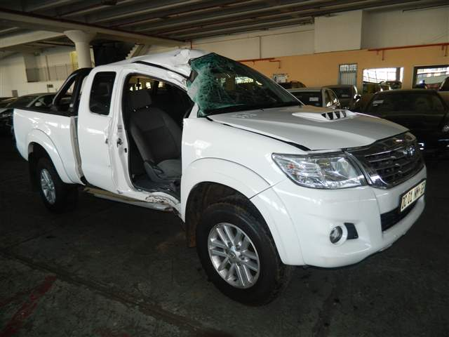 another accident damaged hilux